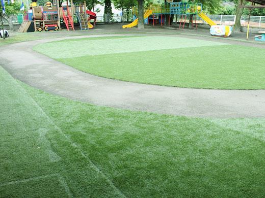 人工芝の園庭